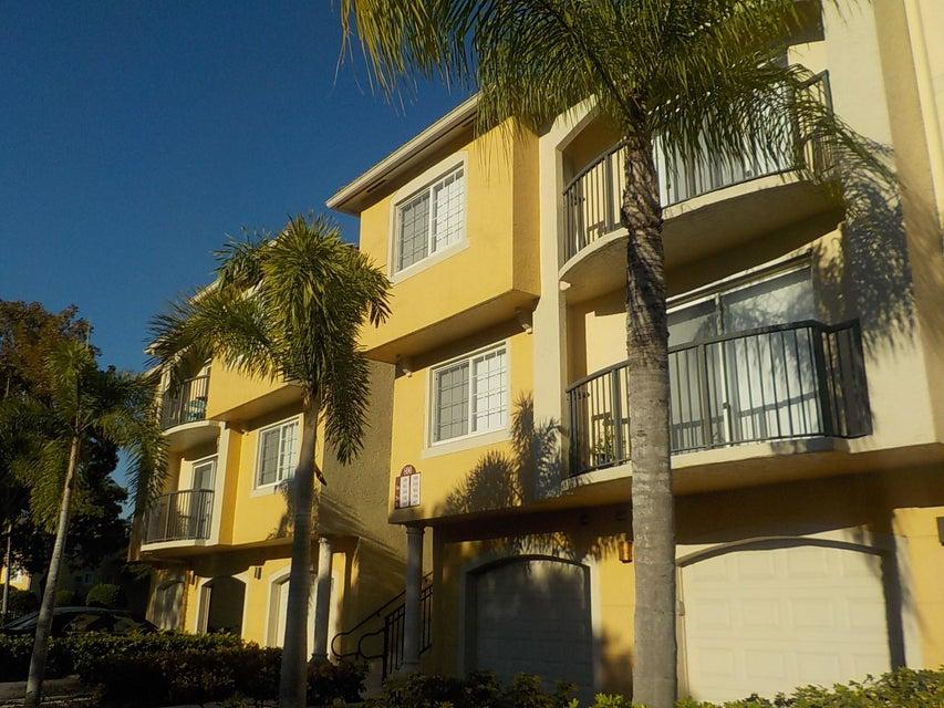800 Crestwood Court 805  Royal Palm Beach, FL 33411