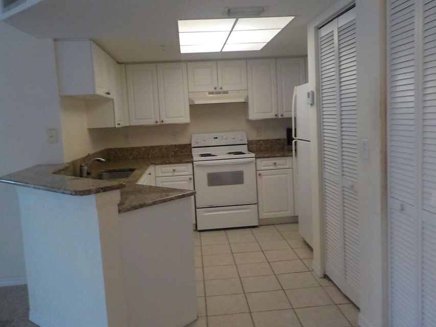 800 Crestwood Court 805 Royal Palm Beach, FL 33411 photo 9