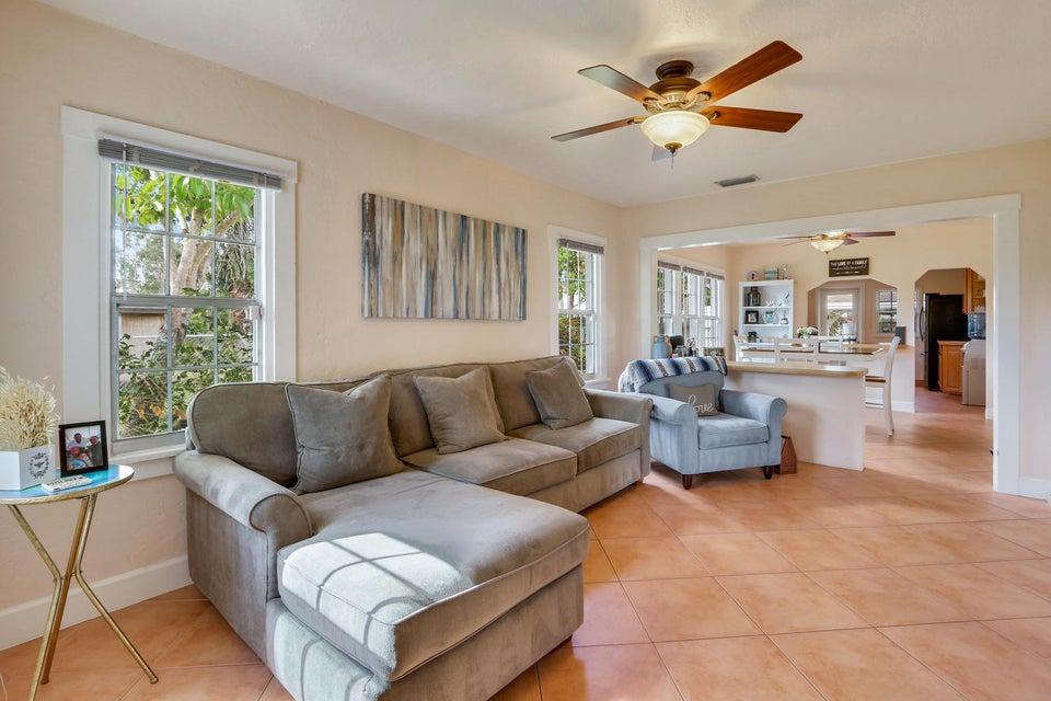 829 Annette Court  West Palm Beach, FL 33413