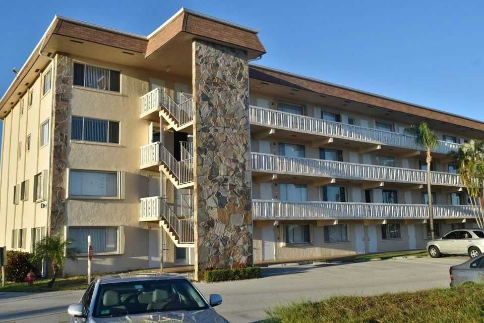 Condominium for Rent at 400 Village Green Circle # 103 400 Village Green Circle # 103 Palm Springs, Florida 33461 United States