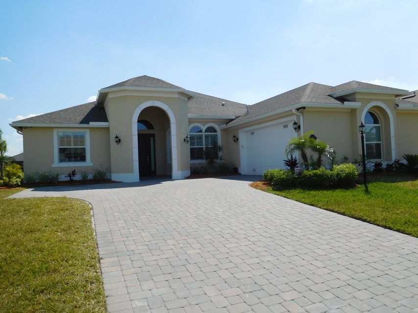 Single Family Home for Sale at 768 Fortunella Circle 768 Fortunella Circle Vero Beach, Florida 32968 United States
