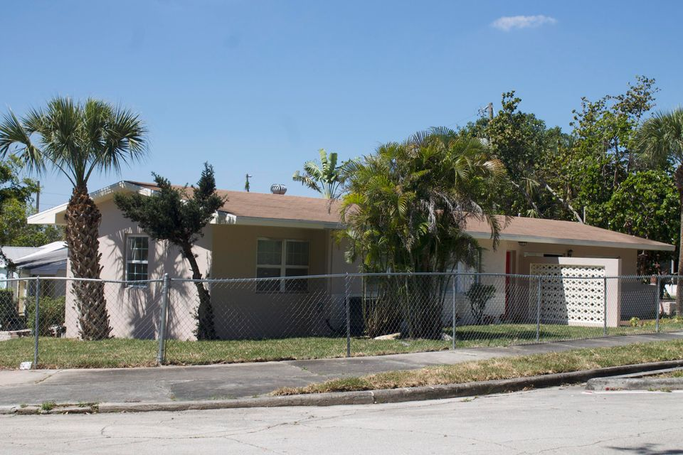 Single Family Home for Sale at 3503 Westview Avenue 3503 Westview Avenue West Palm Beach, Florida 33407 United States
