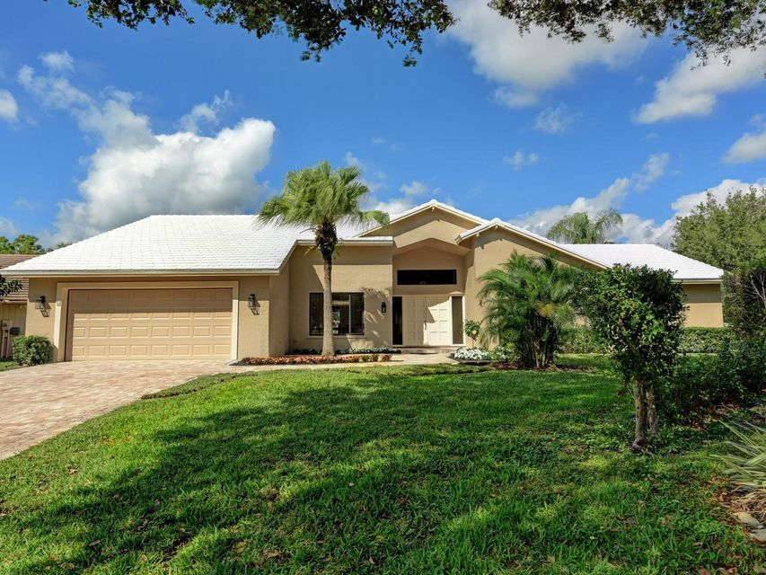 6 Saint Giles Road , Palm Beach Gardens FL 33418 is listed for sale as MLS Listing RX-10415223 19 photos