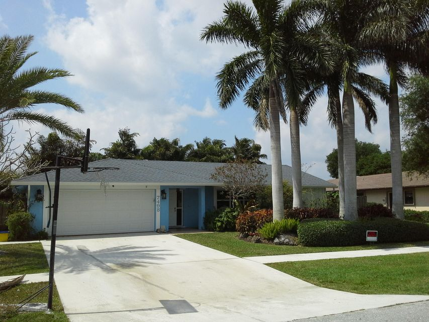 Single Family Home for Rent at 7498 Hazelwood Circle 7498 Hazelwood Circle Lake Worth, Florida 33467 United States