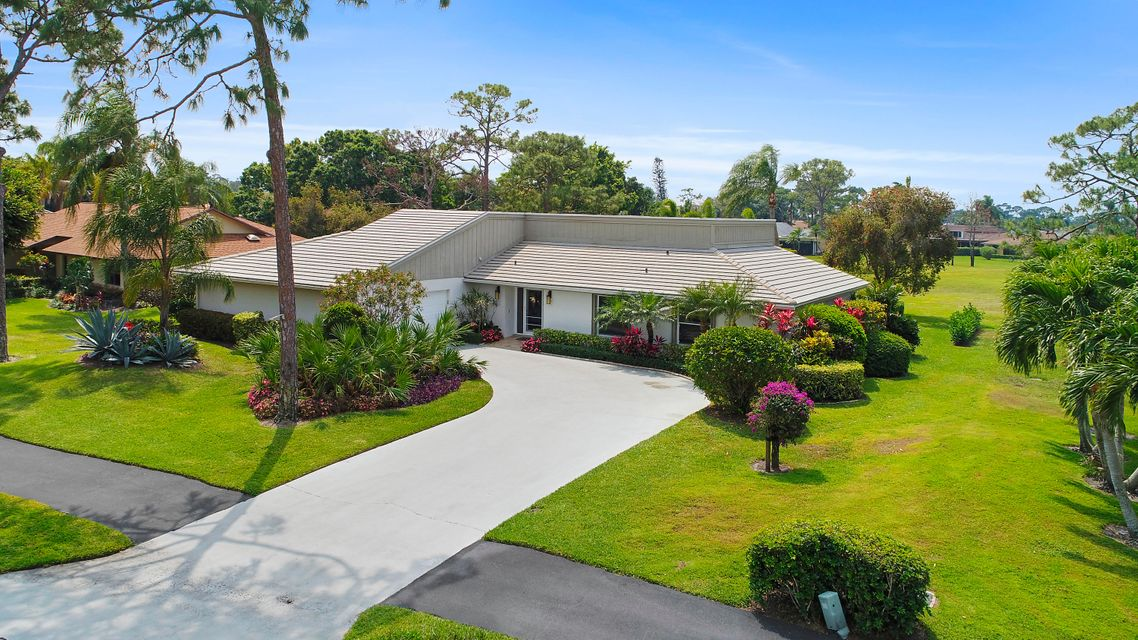 6586 Eastpointe Pines Street  Palm Beach Gardens FL 33418