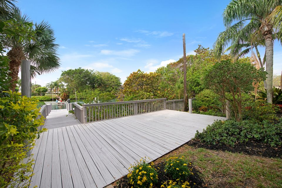 NORTH PALM BEACH VILLAGE REALTY