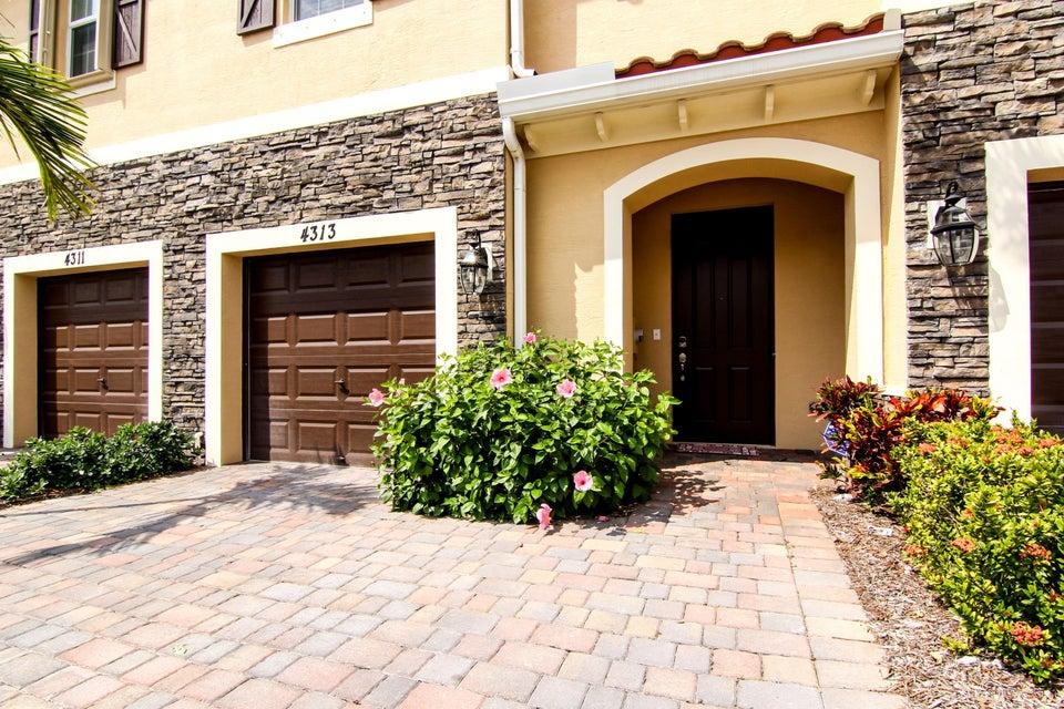 4313 Brewster Lane West Palm Beach, FL 33417 photo 3