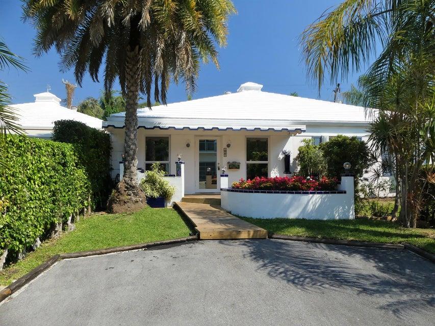 Villa for Sale at 135 Macfarlane Drive 135 Macfarlane Drive Delray Beach, Florida 33483 United States