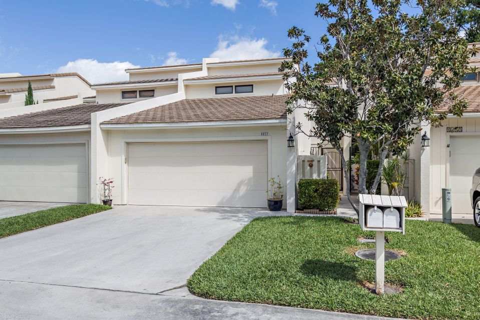 8017 Edgemere Lane , Palm Beach Gardens FL 33410 is listed for sale as MLS Listing RX-10416860 17 photos