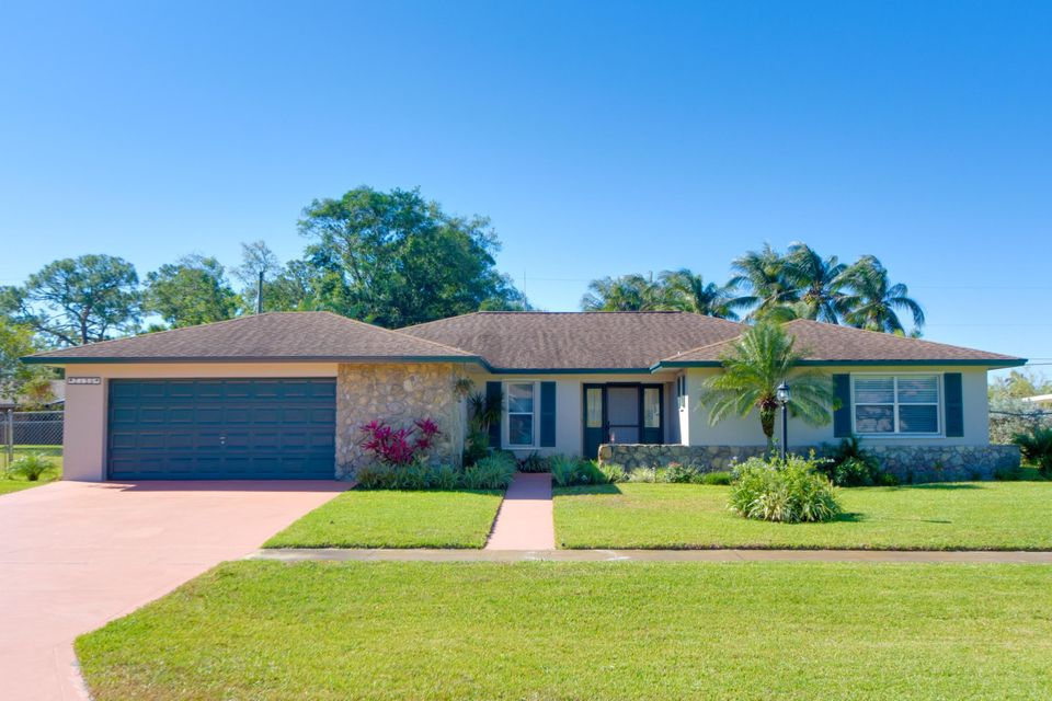 Home for sale in Palm Beach Natl Golf And Country Club Est No 2 Lake Worth Florida