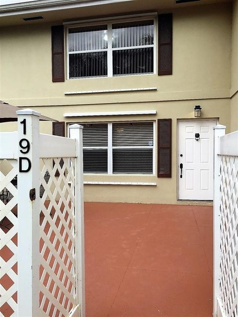 19 Amherst Court D Royal Palm Beach, FL 33411 small photo 2