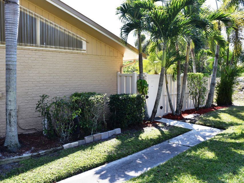 5780 Golden Eagle Circle 22a , Palm Beach Gardens FL 33418 is listed for sale as MLS Listing RX-10417144 9 photos