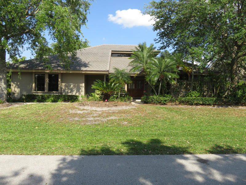 57 Dunbar Road , Palm Beach Gardens FL 33418 is listed for sale as MLS Listing RX-10417687 35 photos