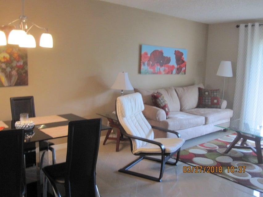 2769 S Garden Drive 202  Lake Worth, FL 33461