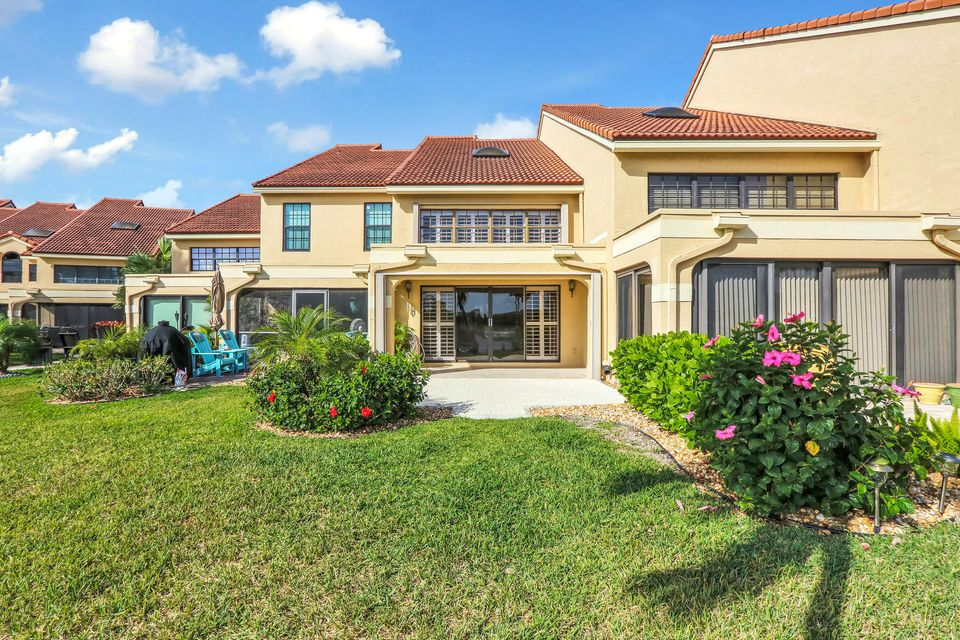 2319 Treasure Isle Drive 53 , Palm Beach Gardens FL 33410 is listed for sale as MLS Listing RX-10418209 19 photos