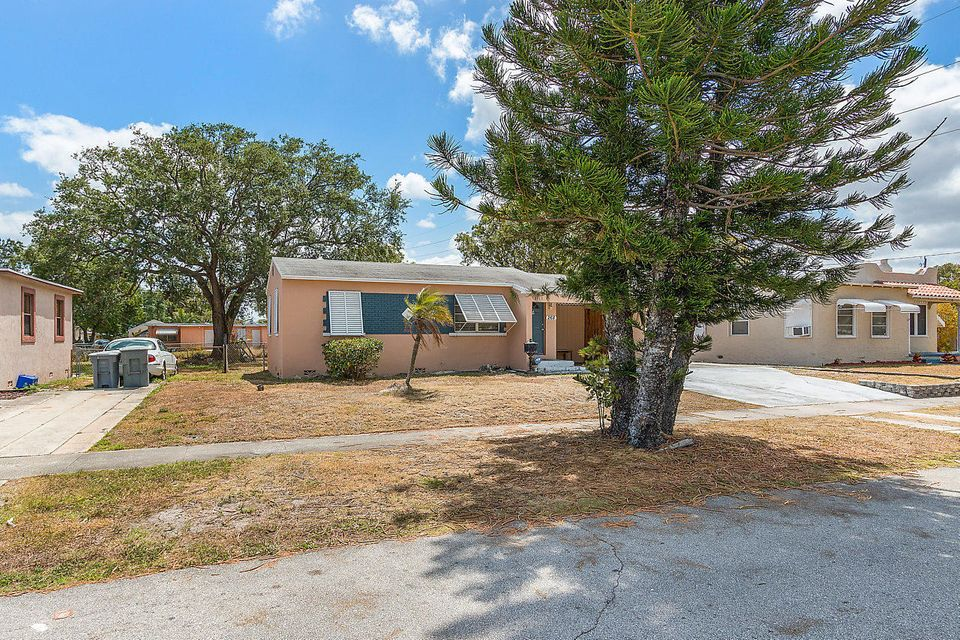 268 Bayberry Drive Lake Park, FL 33403 photo 3