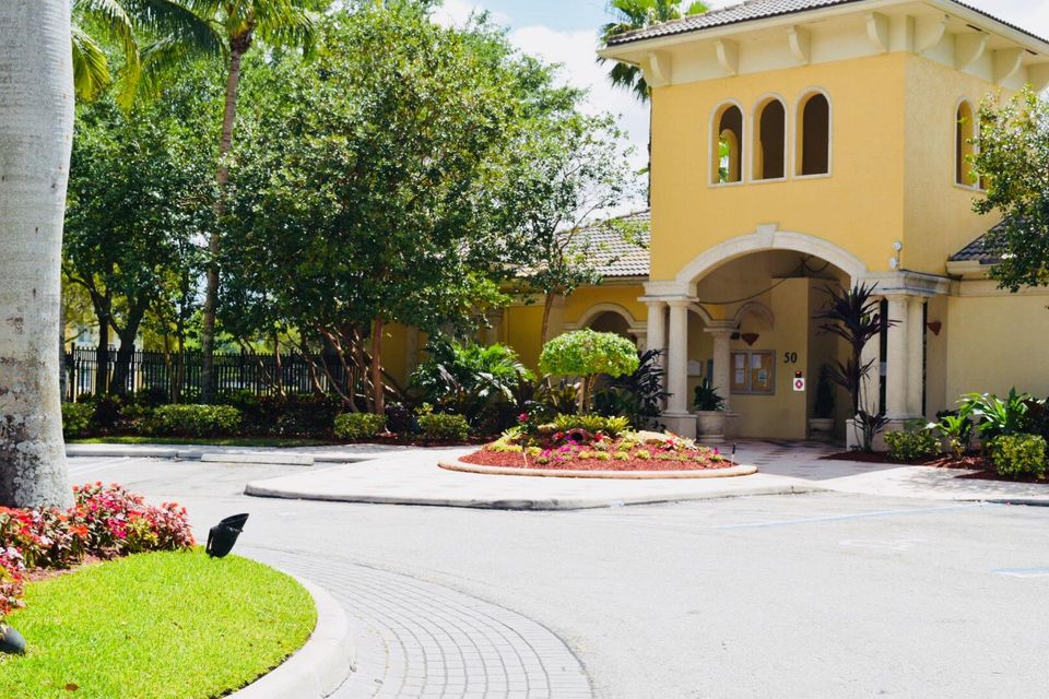 500 Crestwood Court 514 Royal Palm Beach, FL 33411 photo 4