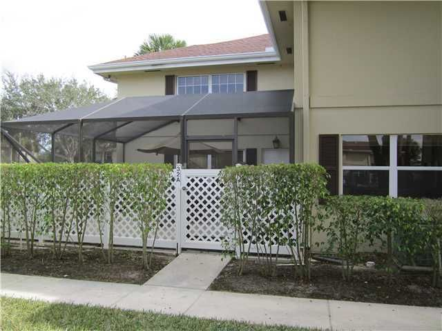 32 Danbury Court A Royal Palm Beach, FL 33411 photo 1