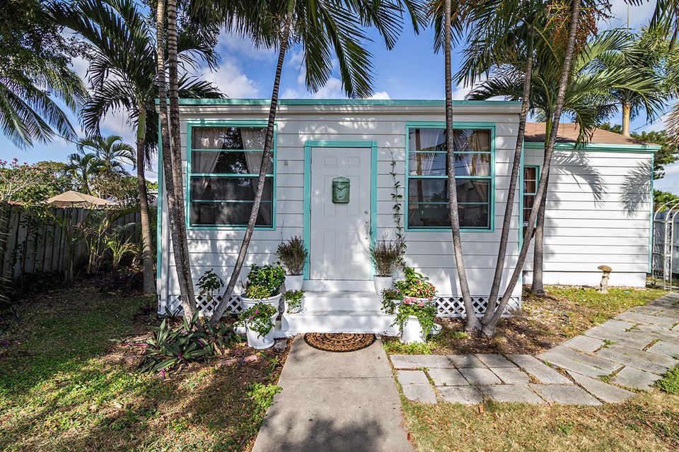 2715 Parker Avenue West Palm Beach, FL 33405