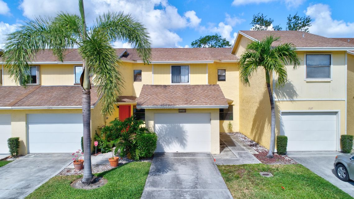 1525 Woodbridge Lakes Circle  West Palm Beach, FL 33406