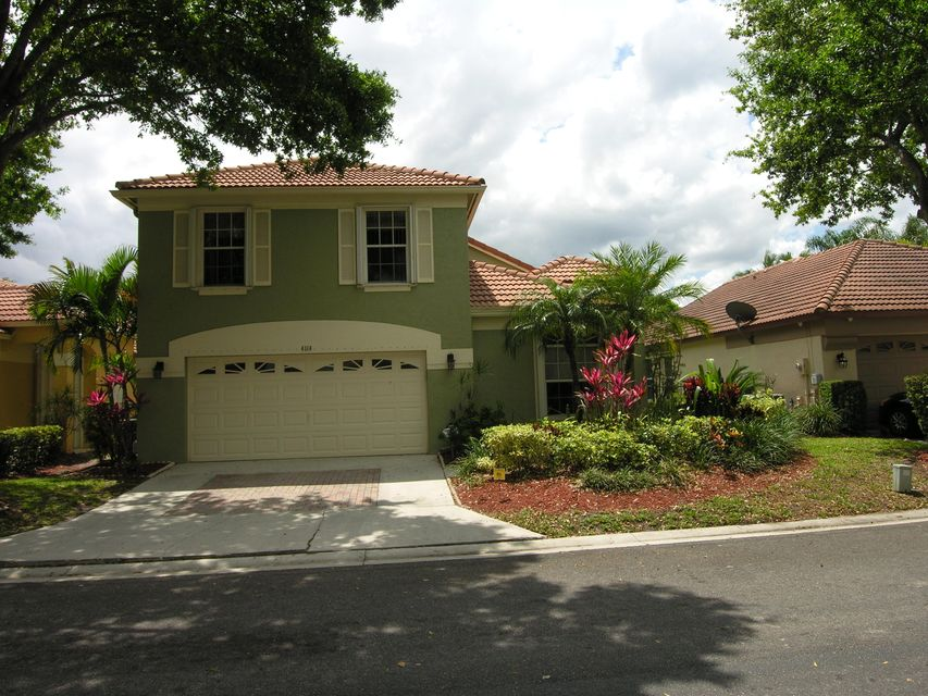 4114 Dakota Place , Palm Beach Gardens FL 33418 is listed for sale as MLS Listing RX-10420325 42 photos