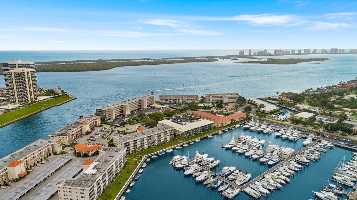 21 Yacht Club Drive 103  North Palm Beach FL 33408