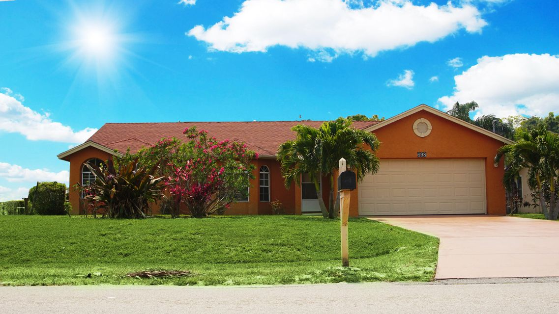 698 SE Essex Drive  Port Saint Lucie FL 34984