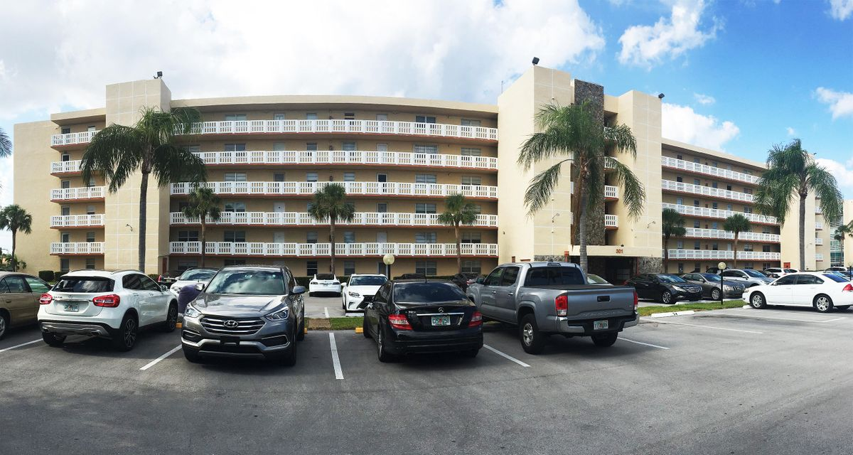 Home for sale in MEADOWBROOK LAKES VIEW H CONDO Dania Beach Florida