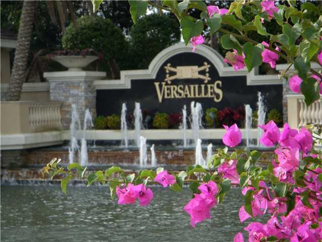 10565 Versailles Boulevard Wellington, FL 33449 photo 2