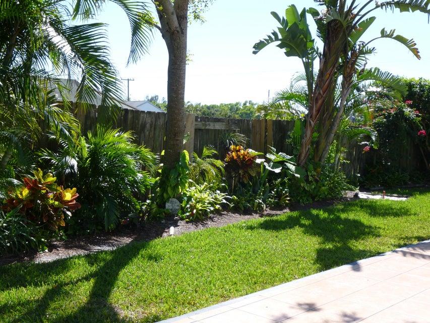 7878 Blairwood Circle Lake Worth, FL 33467 photo 2