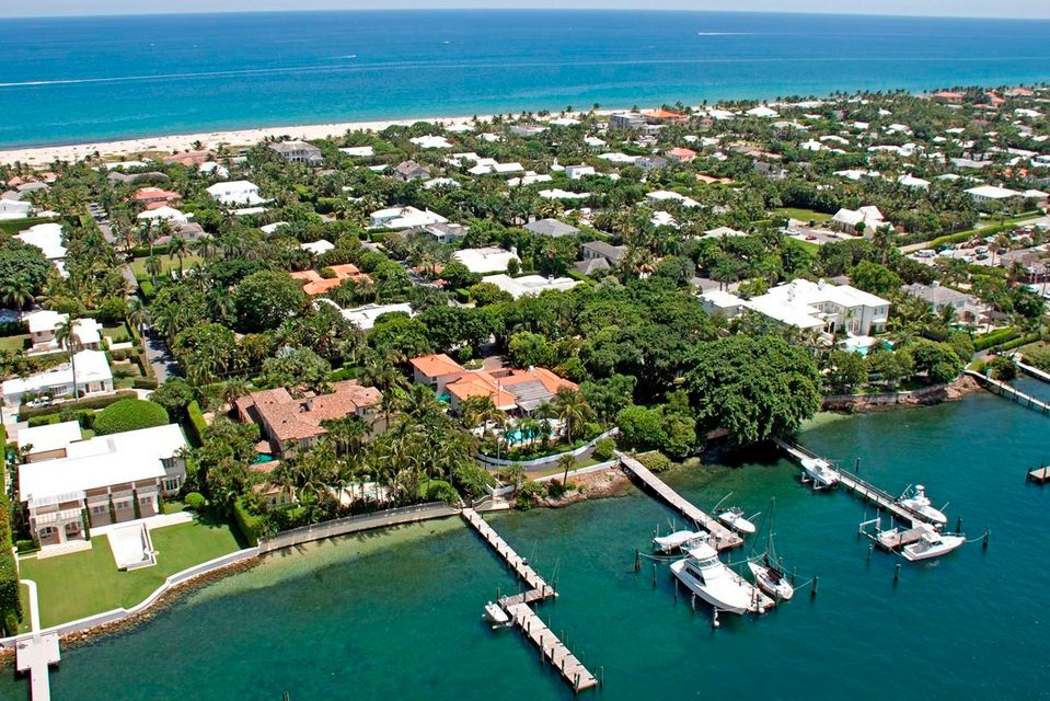 1404 N Lake Way , Palm Beach FL 33480 is listed for sale as MLS Listing RX-10421968 photo #1