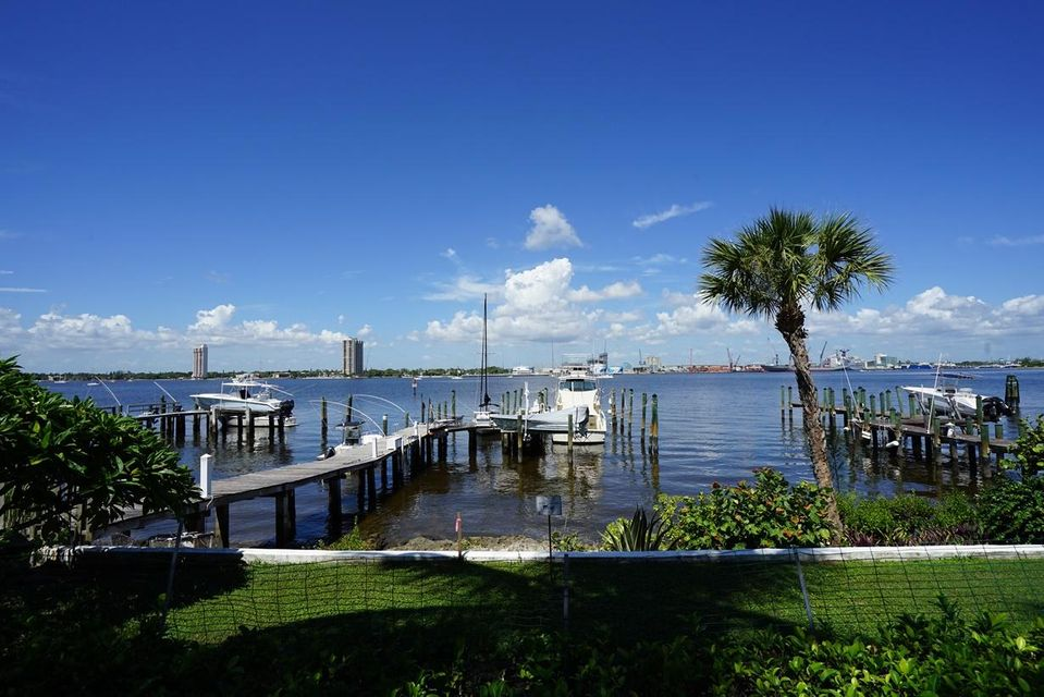 1404 N Lake Way , Palm Beach FL 33480 is listed for sale as MLS Listing RX-10421977 photo #3
