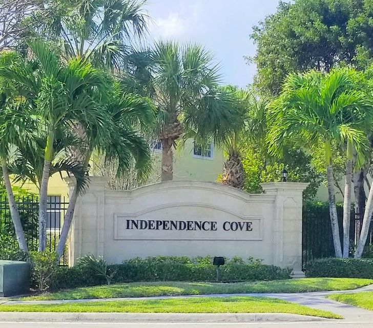 1218 Imperial Lake Road  West Palm Beach, FL 33413