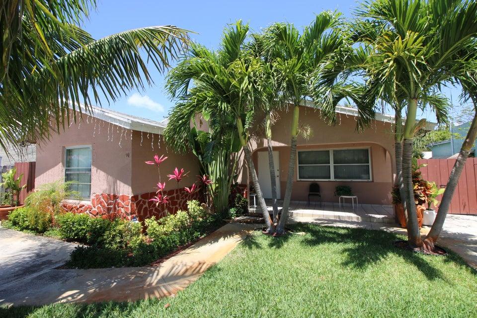 525 Avenida Hermosa  West Palm Beach, FL 33405