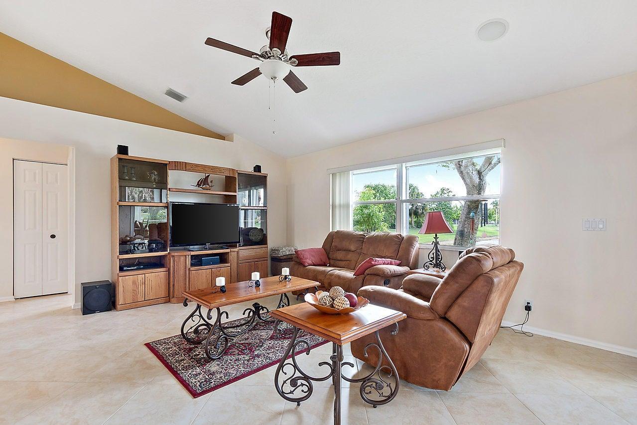 154 Monterey Way Royal Palm Beach, FL 33411 photo 6