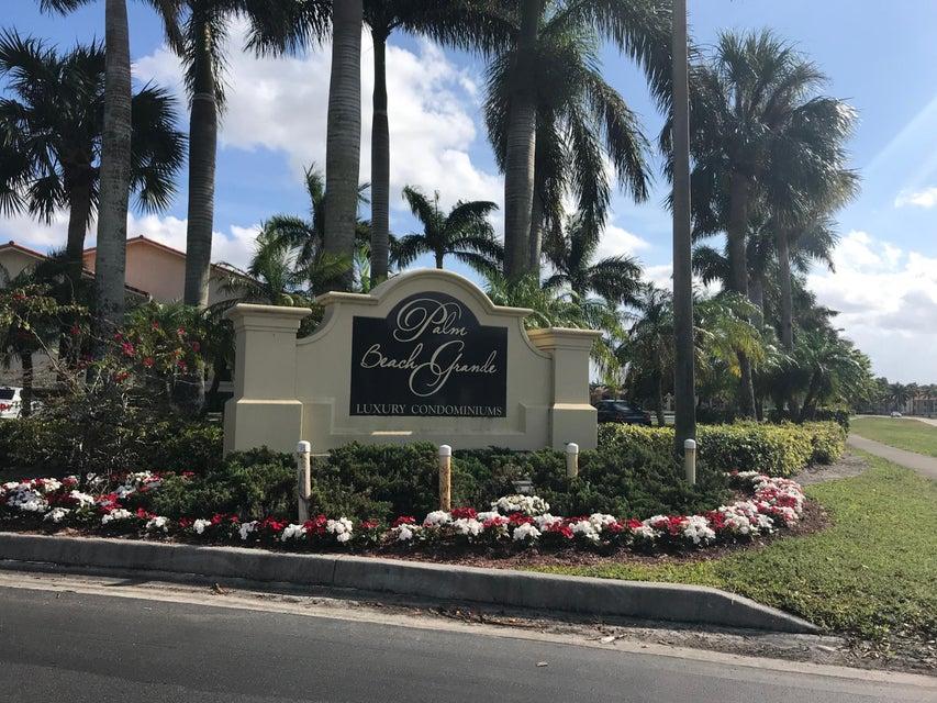 1525 Lake Crystal Drive E  Royal Palm Beach, FL 33411