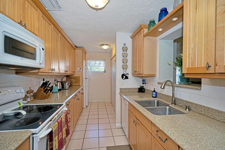 12232 Hillman Drive , Palm Beach Gardens FL 33410 is listed for sale as MLS Listing RX-10423152 38 photos