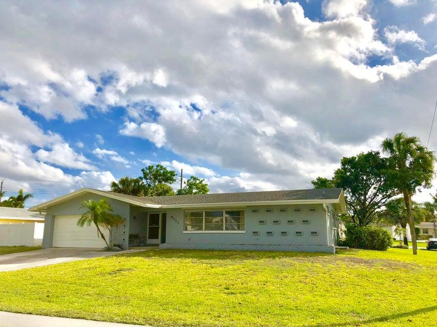9777 Dogwood Avenue  Palm Beach Gardens FL 33410