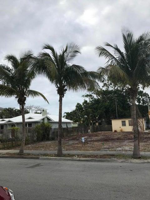 336 Edgewood Drive West Palm Beach, FL 33405