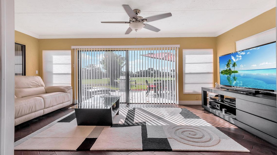 8064 Burlington Court Lake Worth, FL 33467 photo 10