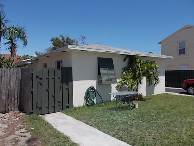 427 Conniston Road West Palm Beach, FL 33405 photo 2