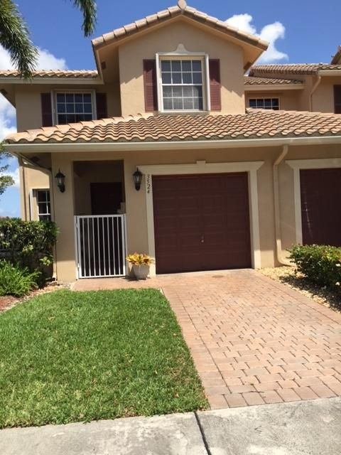 Townhouse for Sale at 3524 Parkside Drive 3524 Parkside Drive Davie, Florida 33328 United States