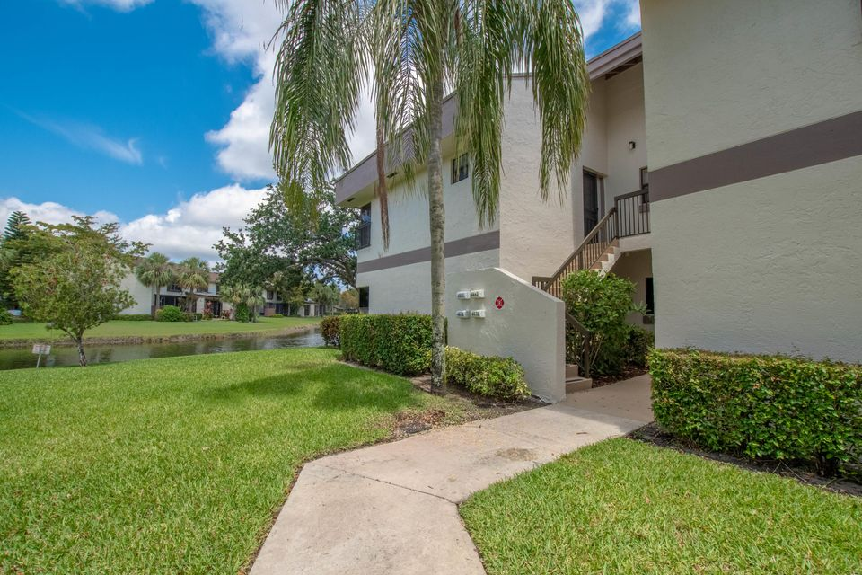 Home for sale in Applewood Village 3-B Coconut Creek Florida