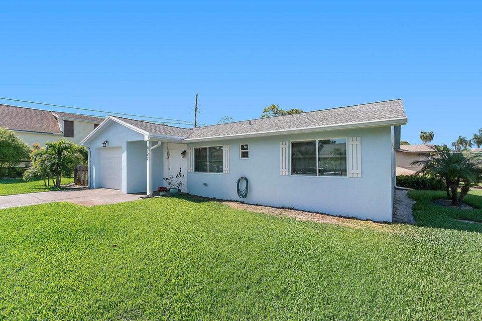 6747 Eastview Drive  Lake Worth, FL 33462