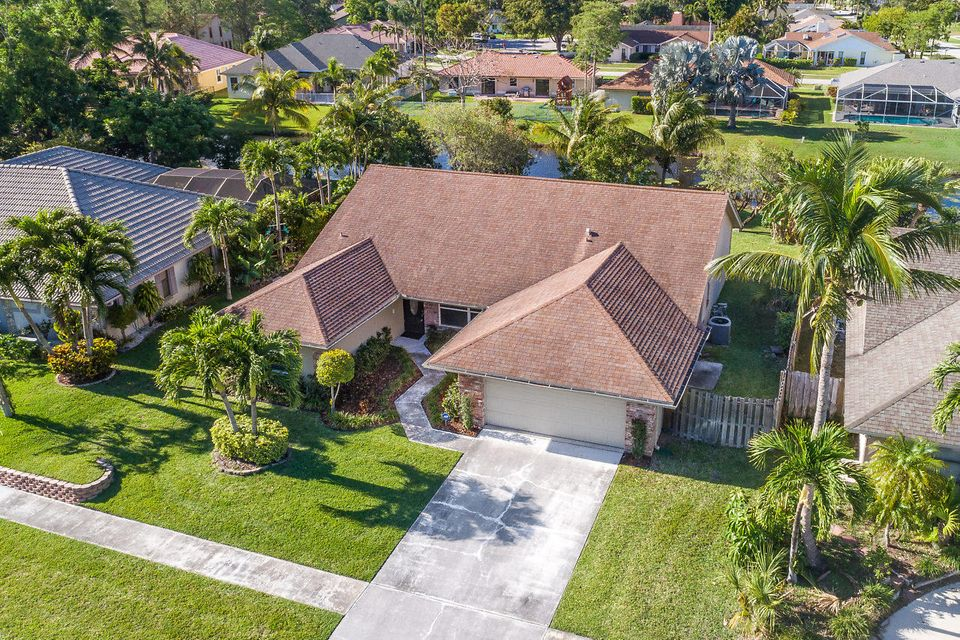 Single Family Home for Sale at 13839 Barberry Drive 13839 Barberry Drive Wellington, Florida 33414 United States