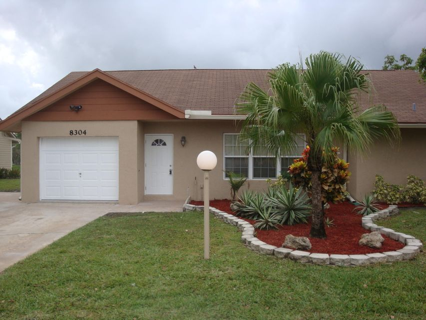 8304 Blue Cypress Drive  Lake Worth, FL 33467