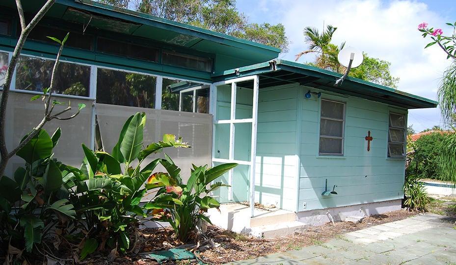 821 Forest Hill Boulevard  West Palm Beach, FL 33405