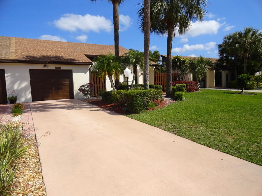 6767 Starkeys Place Lake Worth, FL 33467 photo 2