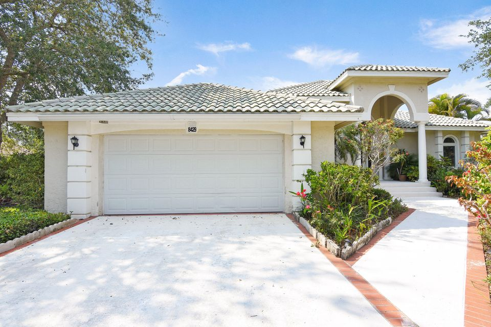 8429 SE Island Way , Jupiter FL 33458 is listed for sale as MLS Listing RX-10418502 41 photos