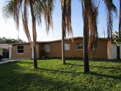 3807 Everglades Road , Palm Beach Gardens FL 33410 is listed for sale as MLS Listing RX-10426623 23 photos